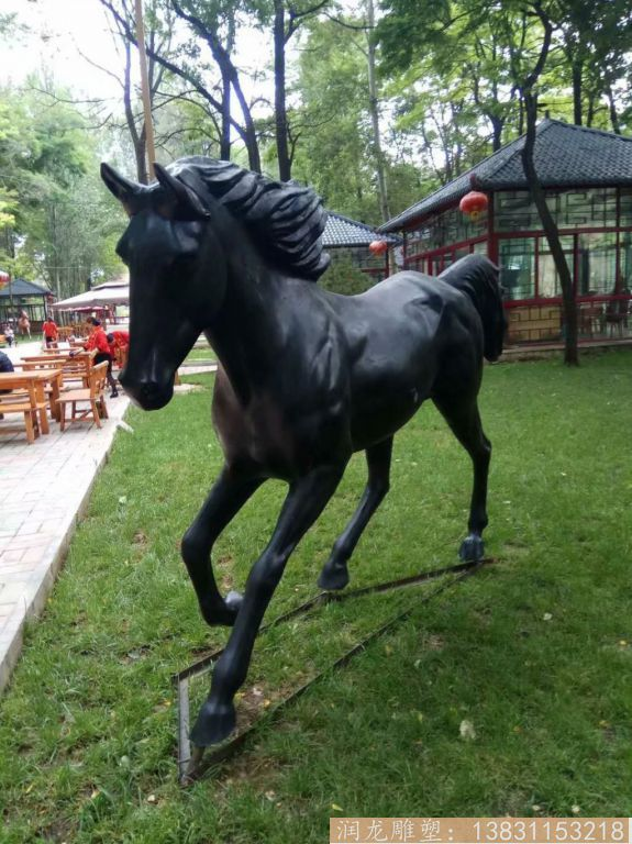 玻璃钢黑马雕塑 玻璃钢马雕塑