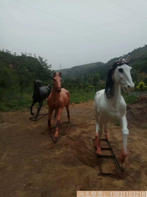 玻璃钢马雕塑 草坪玻璃钢马动物雕塑4