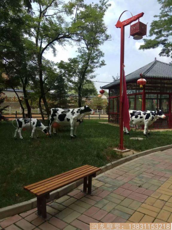 玻璃钢一家三口奶牛雕塑 草坪奶牛雕塑