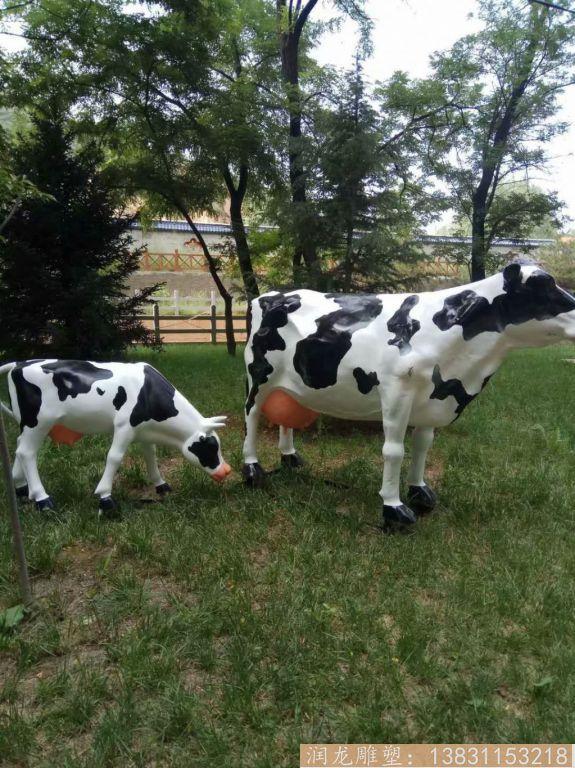 玻璃钢一家三口奶牛雕塑 草坪奶牛雕塑1