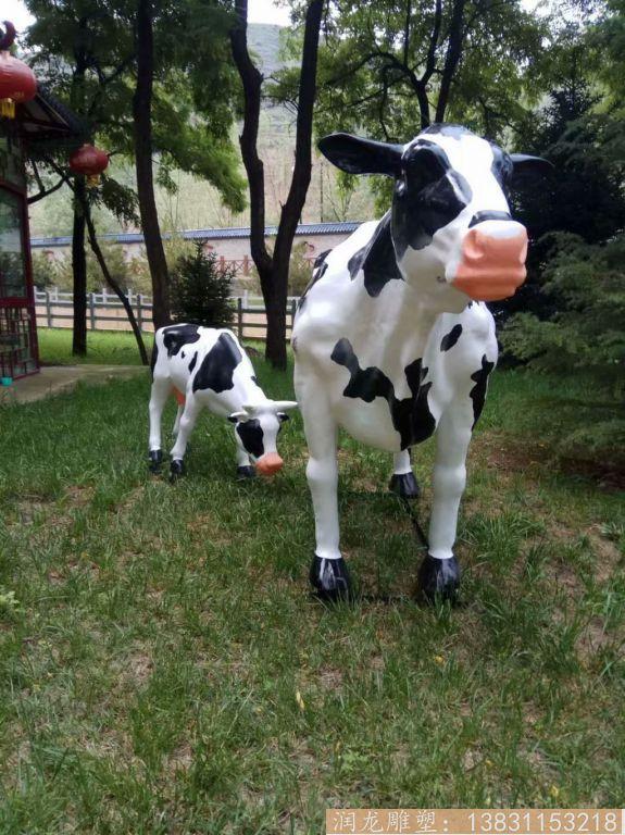 玻璃钢一家三口奶牛雕塑 草坪奶牛雕塑2